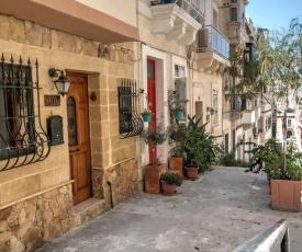 Cosy private townhouse in heart of Senglea