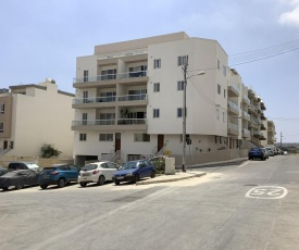 New 2 Bedroom Apt 3 mins to Seafront, Free Wifi